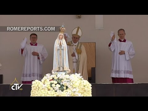 Pope Francis, like a pilgrim, departs Our Lady of Fatima waving a white handkerchief