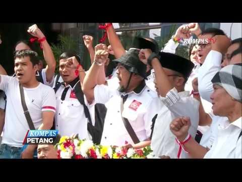 Demonstran Minta KPK Usut Aliran Dana Amien Rais