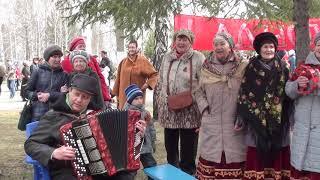 "Пели песни на ""Победном привале"" в Бердске"