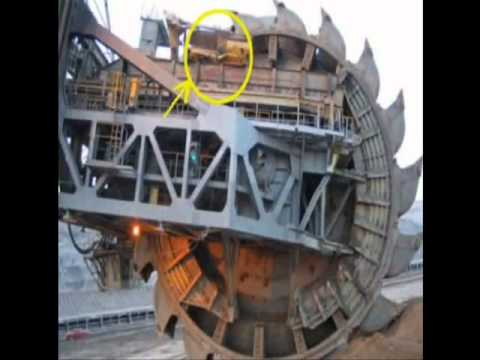 Worlds Largest Machine Captures A D9R Dozer
