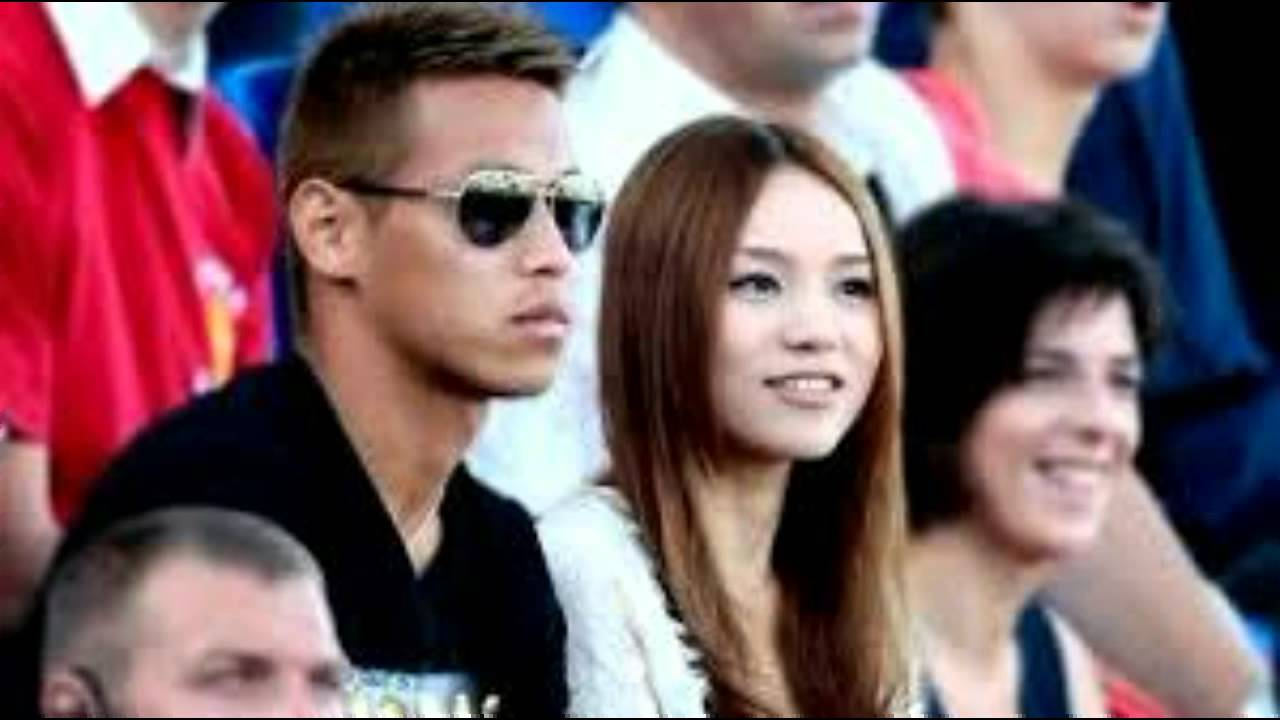 Keisuke Honda Amp Beautiful Wife Ac Milan Youtube