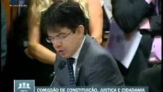 Randolfe vota contra redução da maioridade penal