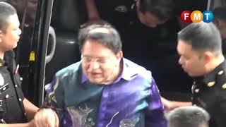 Ku Nan tiba di mahkamah untuk pendakwaan kes tanah DBKL