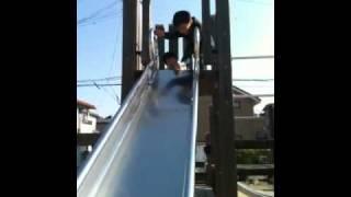 2010年11月20日、公園ですべり台をしました。 いっしん君5才11ヵ月 ゆう...