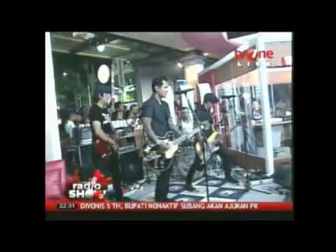 Superman Is Dead - Kuat kita bersinar at Radio Show TvOne