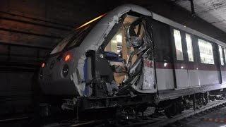 Москва Метро Поезд сошел с рельс Пожар.