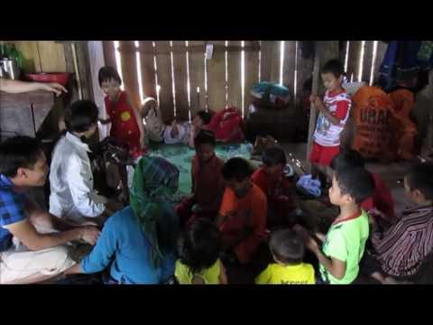Une marraine visite son filleul au Vietnam on YouTube