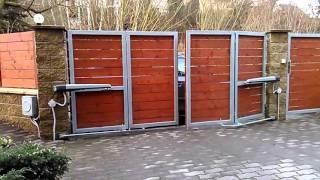 Dvoukřídlá skládací brána