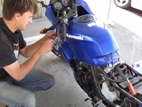 2006 Kawasaki Ninja 250R Valve Adjustment How to Part 1/2
