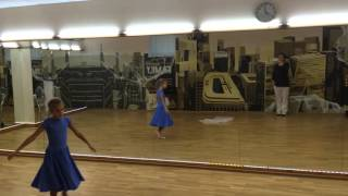 Танец девочки на конкурс творчества в школе