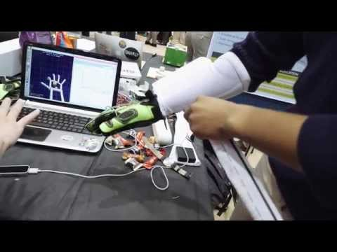 Glove uses tiny air bladders to bring touch to VR