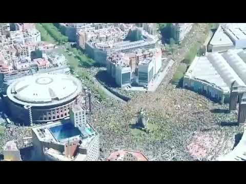 Aerial images of the demonstration in Barcelona for the freedom of political prisoners. Awesome.