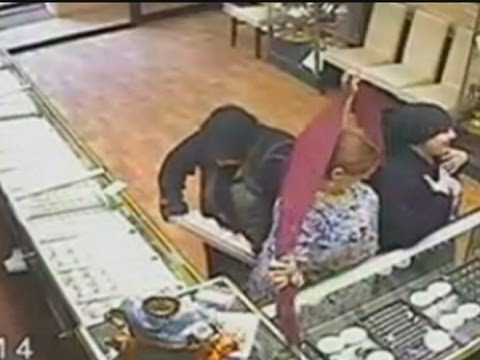Most blatant theft ever? Thief puts whole jewellery tray in her skirt