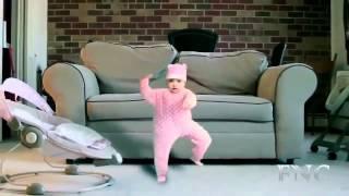 Смешные дети №1. Дети смешно танцуют.
