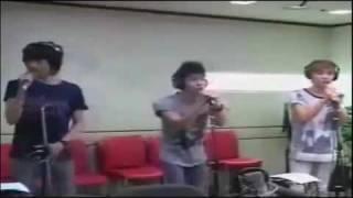 090611 SHINee sings 'Gee' by SNSD @ ChinChin Radio - Stafaband
