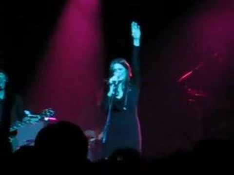 Mandy Moore----Umbrella (live)