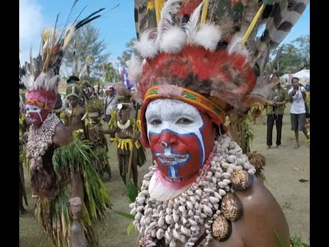 Papua New Guinea Adventures - Madang Festival 2015 - Tribal sing sing groups - Papua nueva guinea