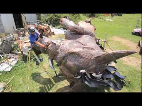 Boar no bore: 2-ton metal pig to point out path to Northwest