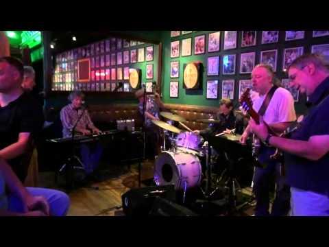 Bottle Of Red Wine - Eric Clapton - Cream, Mike Nugent - Vocals - Green's Irish Pub  - Open Jam