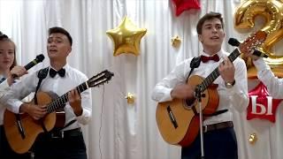 """Песня под гитару """" Перекрёсток наших встреч """" 11 А .Шк.45. 2019"""