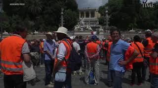 Los chalecos naranja en la calle