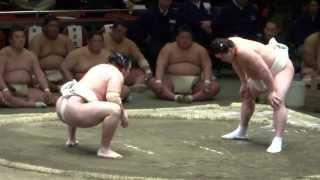 20130427 横審稽古総見 横綱日馬富士vs鶴竜 、日馬富士まわし取るのが...
