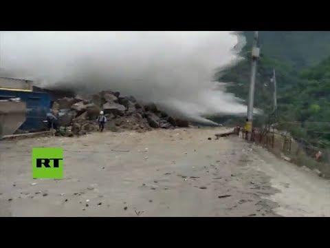 Miles de evacuados por la crecida de un río en Colombia