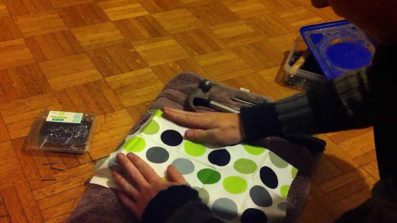 fabriquer un cadre avec du tissu faire un tableau en tissu youtube. Black Bedroom Furniture Sets. Home Design Ideas