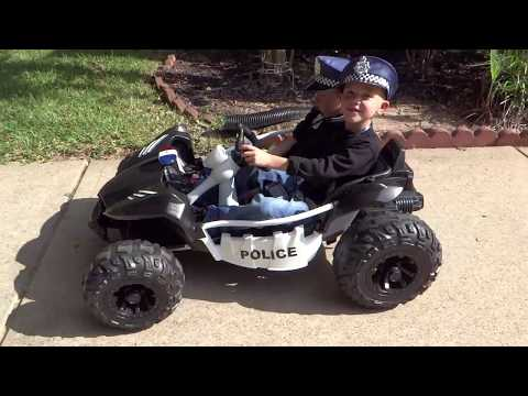 Sidewalk cops power wheels chase. Police chasing bad guy. Угон машины.