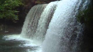熊本県阿蘇郡小国町にある鍋ヶ滝です。 松島菜々子出演の生茶CMで使用さ...