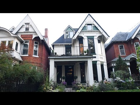 Toronto house sells for more than $400,000 over asking