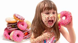 Kids play with mom and helps sweets