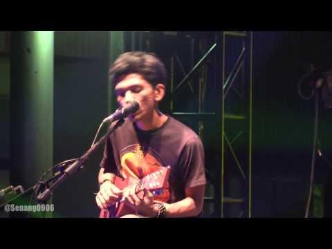 Payung Teduh - Rahasia @ Synchronize Fest 2016 [HD]