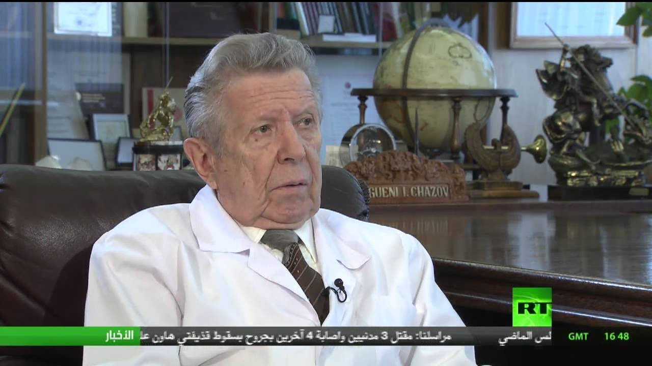 """كبير أطباء الكرملين: بعد شربي زجاجة """"فودكا"""" كاملة مع السادات سألني عن صحة جمال عبدالناصر"""