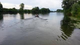 essais de moteur de bateaux