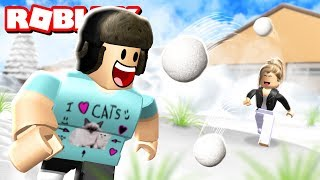 SNOWBALL FIGHTING SIMULATOR! | Roblox Adventures