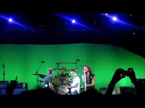 Pearl Jam - Life Wasted @PalaOlimpico Isozaki, Turin, Italy 19/09/2006