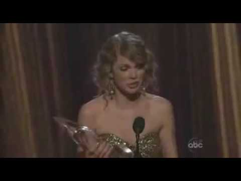 CMA AWARDS-Taylor Swift Entertainer Of The Year
