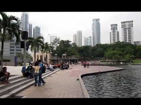 View in front of Suria KLCC Petronas twin tower