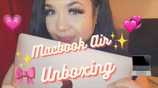 Unboxing the MacBook Air 2020