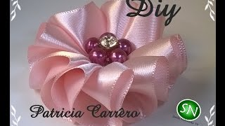Flor de fita ondas Diy \ Ribbon flower waves Diy por Patricia Carrero