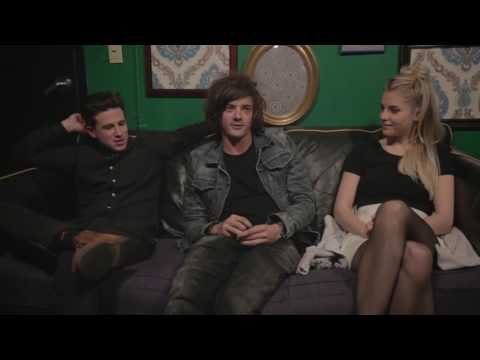 5 Minutes To the Stage:  London Grammar