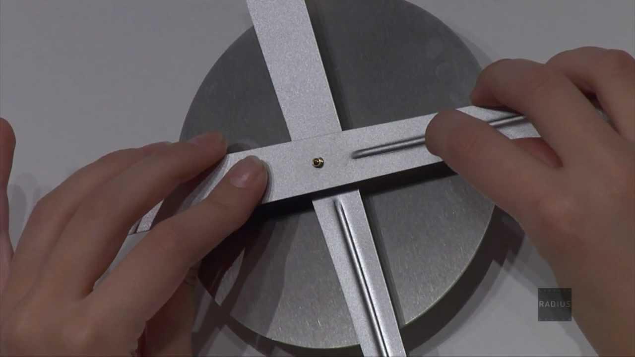 Minimalistische Wanduhr - Radius Design - YouTube