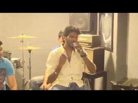 Mayur Kamble singing Abhi mujhme kahin