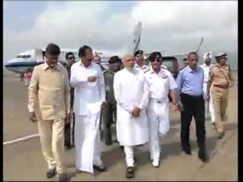 14 oct, 2014 - India's Prime Minister Modi surveys cyclone hit port city