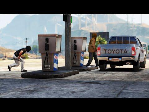 ظن أن السيارة لعامل المحطة فجاء ليسرقها || فلم هجوله سرقة تويوتا هايلوكس || قراند 5 - GTA V