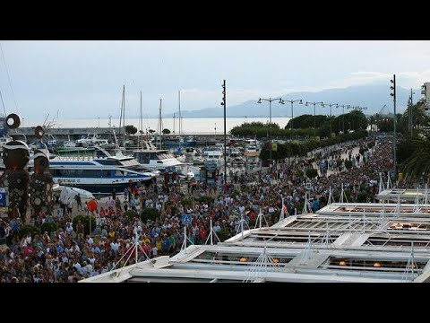 Anti-terrorism march in Cambrils ahead of mass peace rally in Barcelona