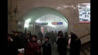 Смотреть видео Взрыв в метро Санкт-Петербурга: 42 пострадавших (список) онлайн