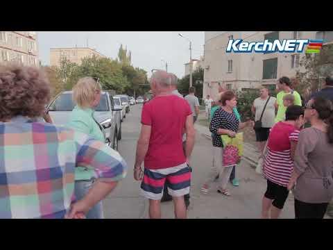 kerchnettv: Керчане на встрече с администрацией перекрыли дорогу