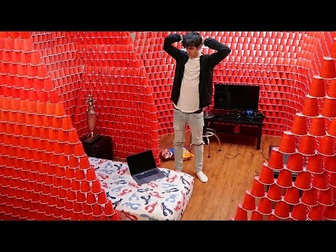24 HOUR CHALLENGE IN THE BIGGEST CUP FORT (10000+)